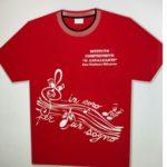 maglietta di colore rosso con logo dell'istituto cavalcanti e disegno di un pentagramma con chiave di violino con la scritta in coro un sogno